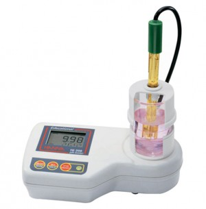 HANNA HI-208 Bench top pH meter with Built-in Magnetic Stirrer